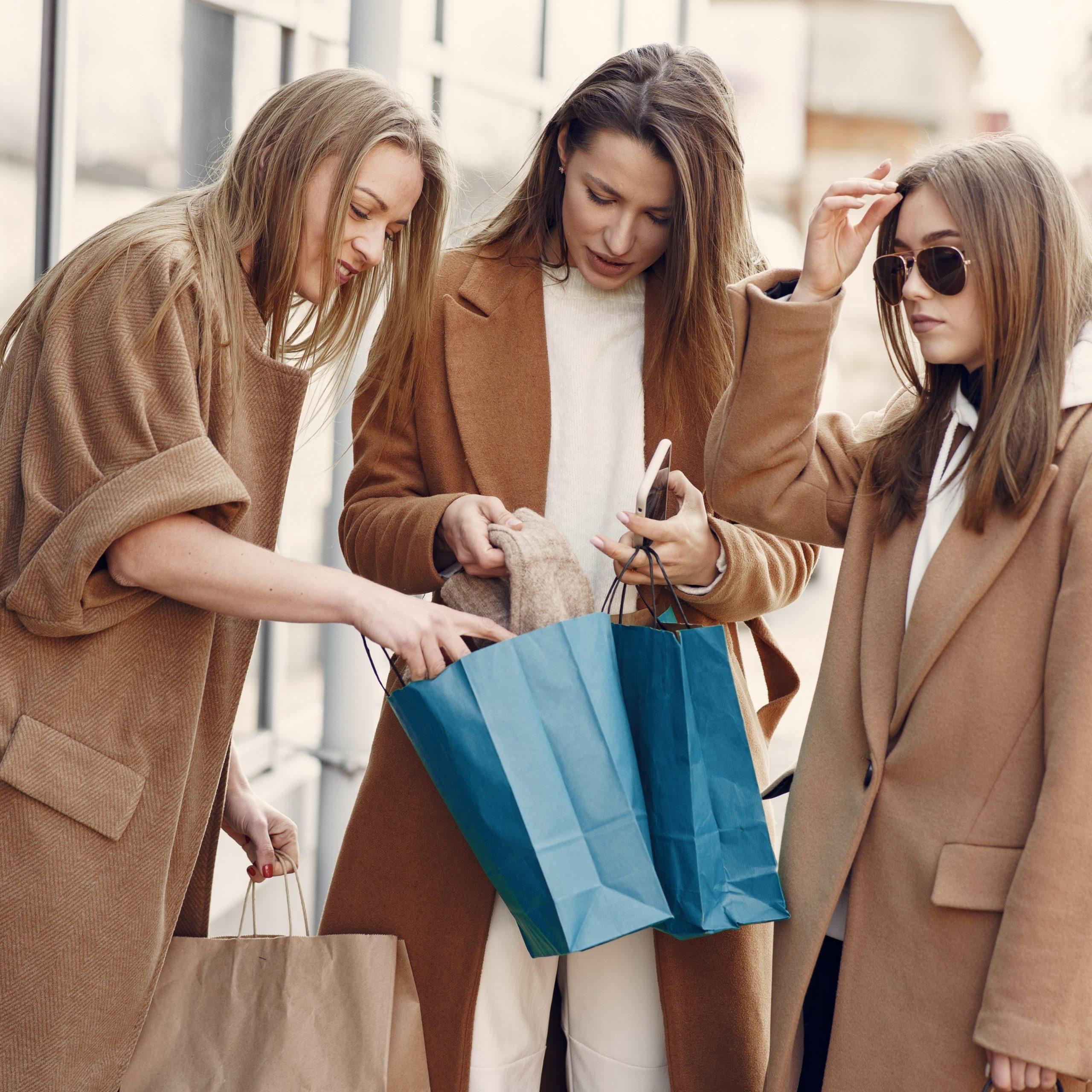 Fashion Shopping Friends
